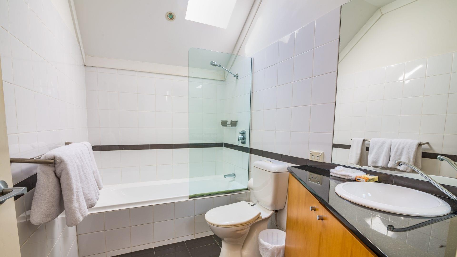 bathroom-1-1-1920x1080